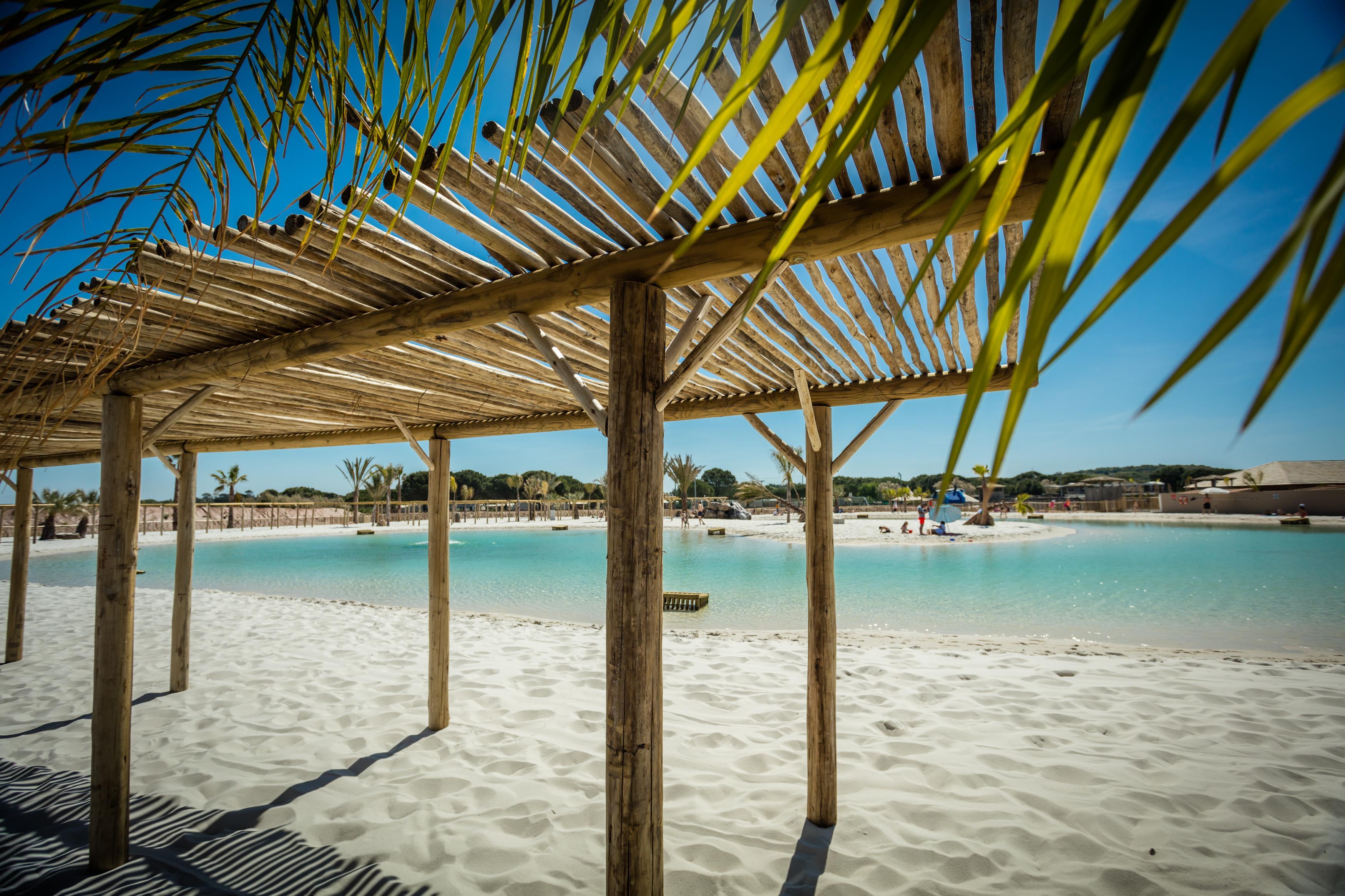 Lagunenstrand Überdachung Sonnenschirm Sand Meer Erholung