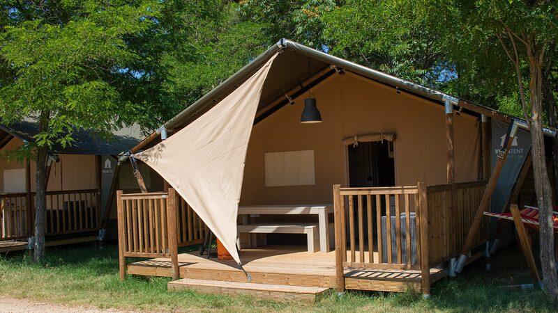 Voorbeeld accommodatie tent veranda terras