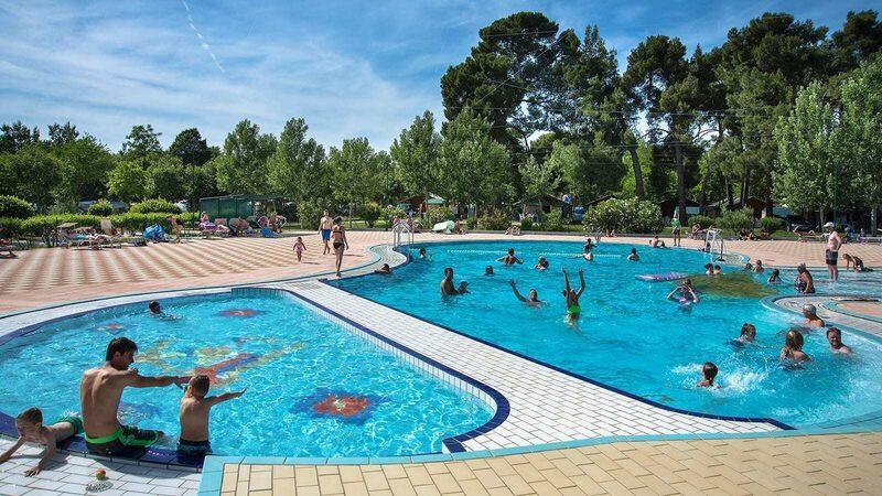 zwembad met kinderbad