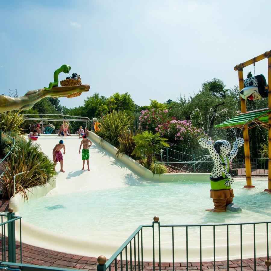 Waterspeeltuin Kinderzwembad Waterglijbaan Fontein