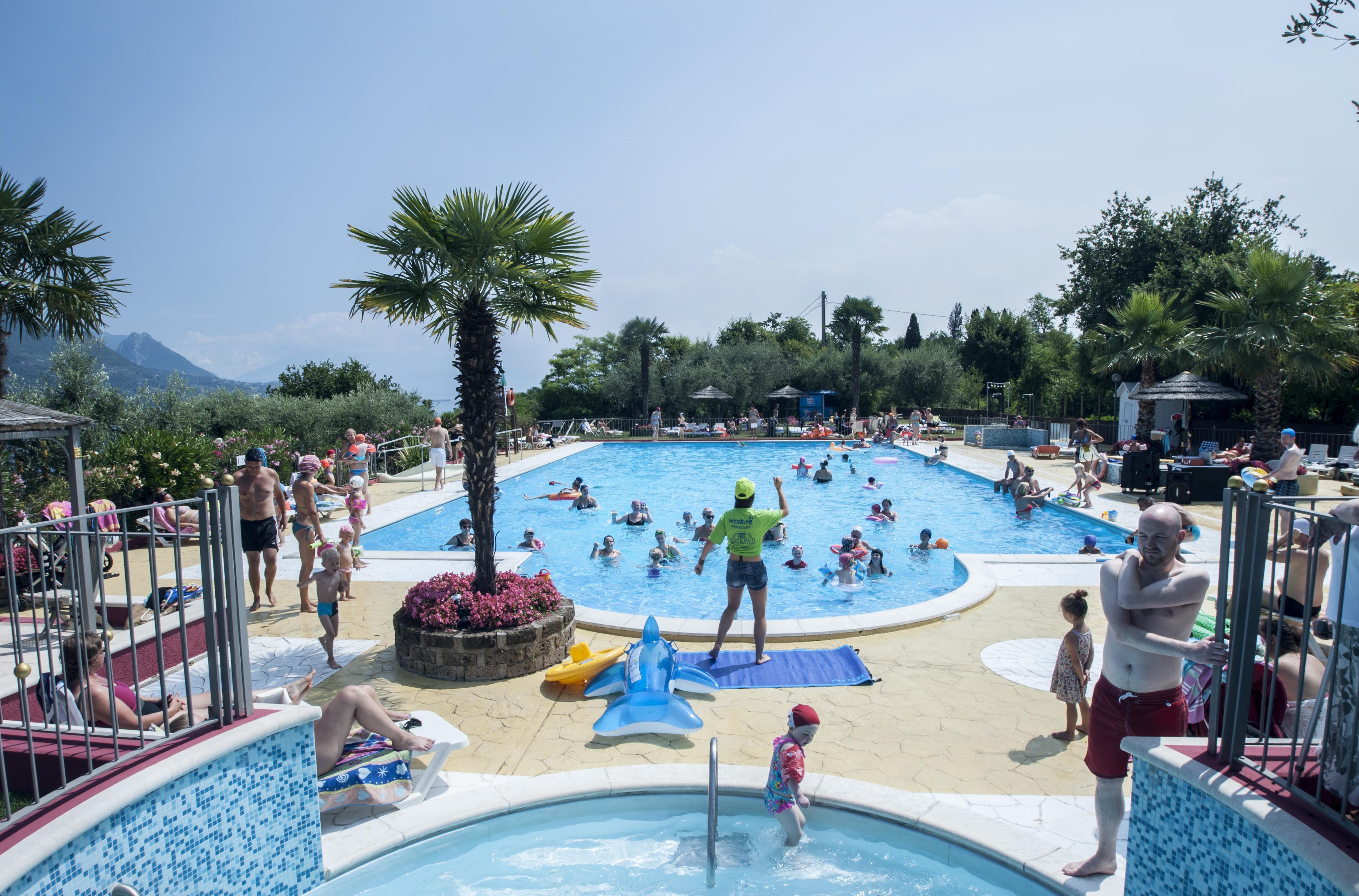 Animatie in zwembad kinderzwembad palm