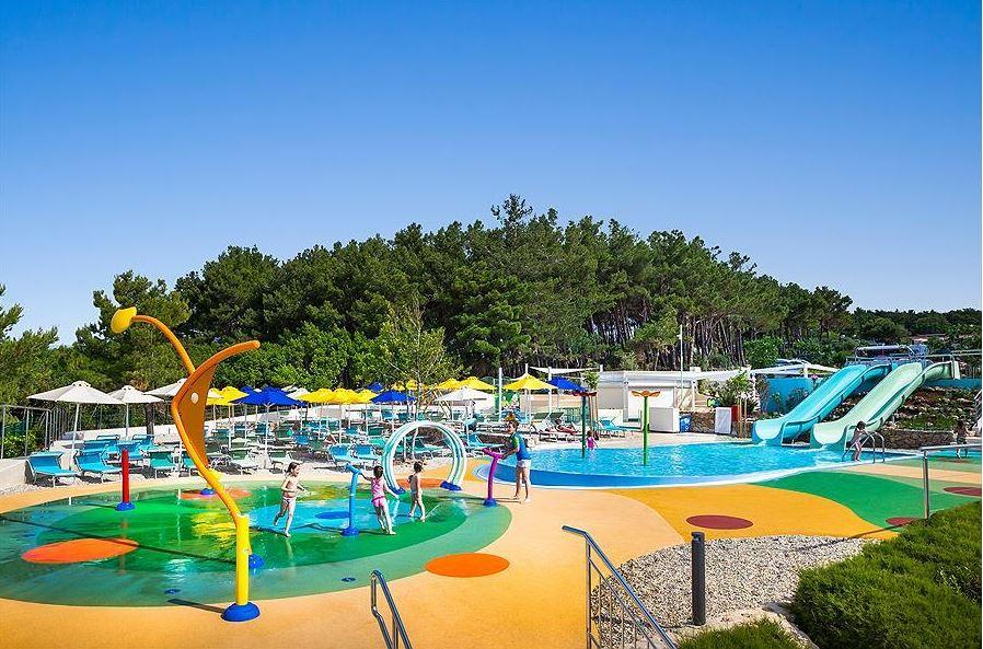 Wasserspielplatz Wasserrutschen Kinder Pool