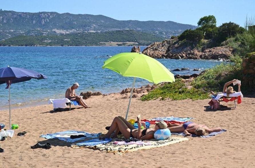 Zonnebaden strand zee