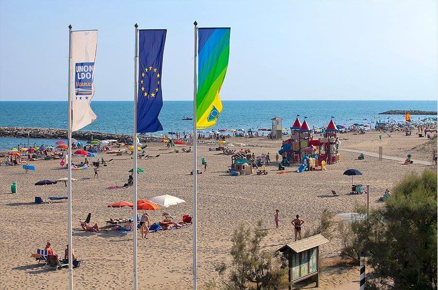 Vlaggen op het strand