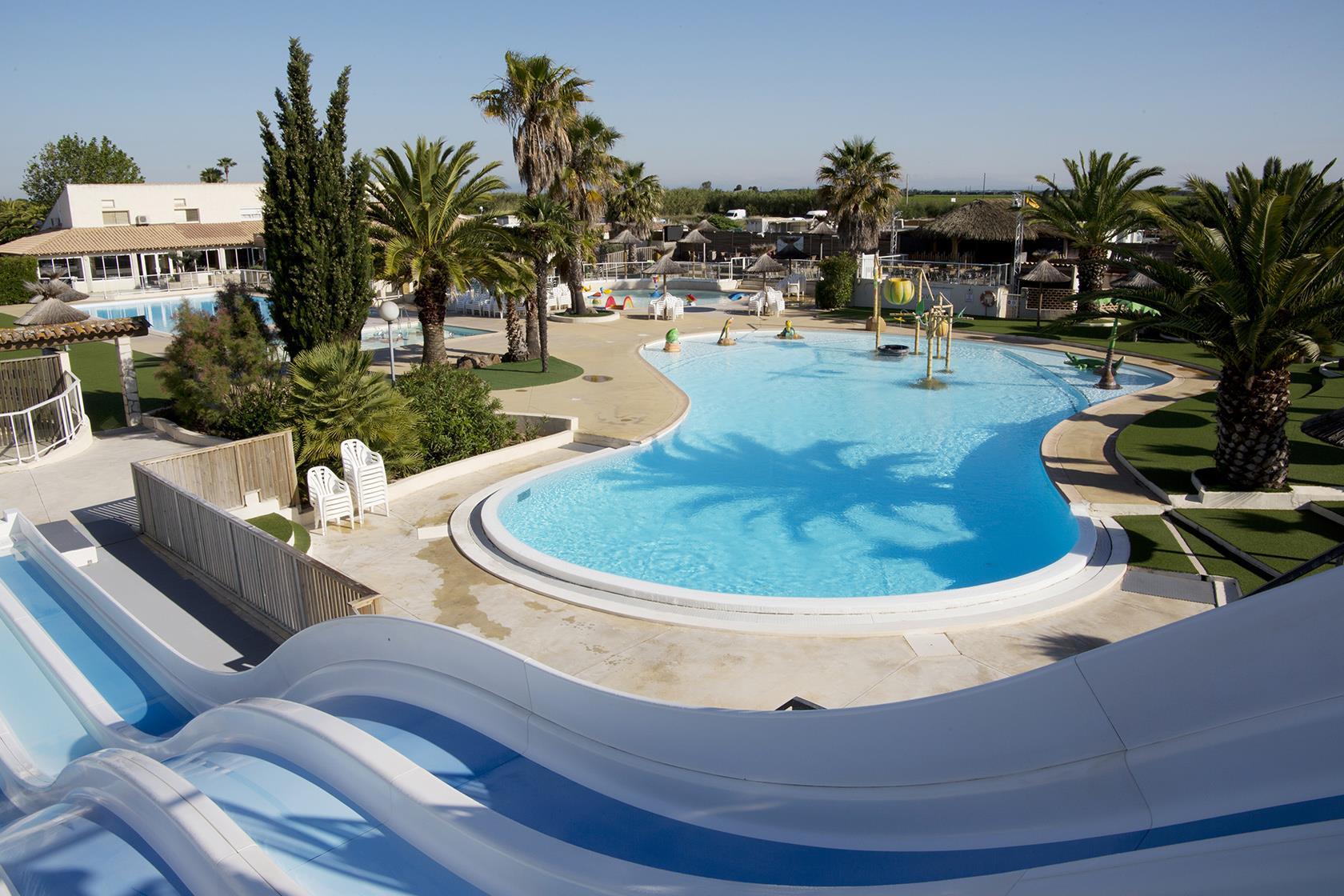 Kinderzwembad Glijbanen Zwembadgedeelte Palmbomen