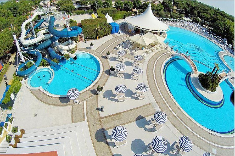Groot mooi zwembad