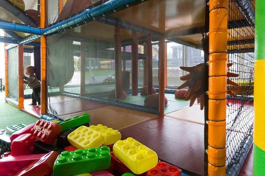 parque infantil cubierto