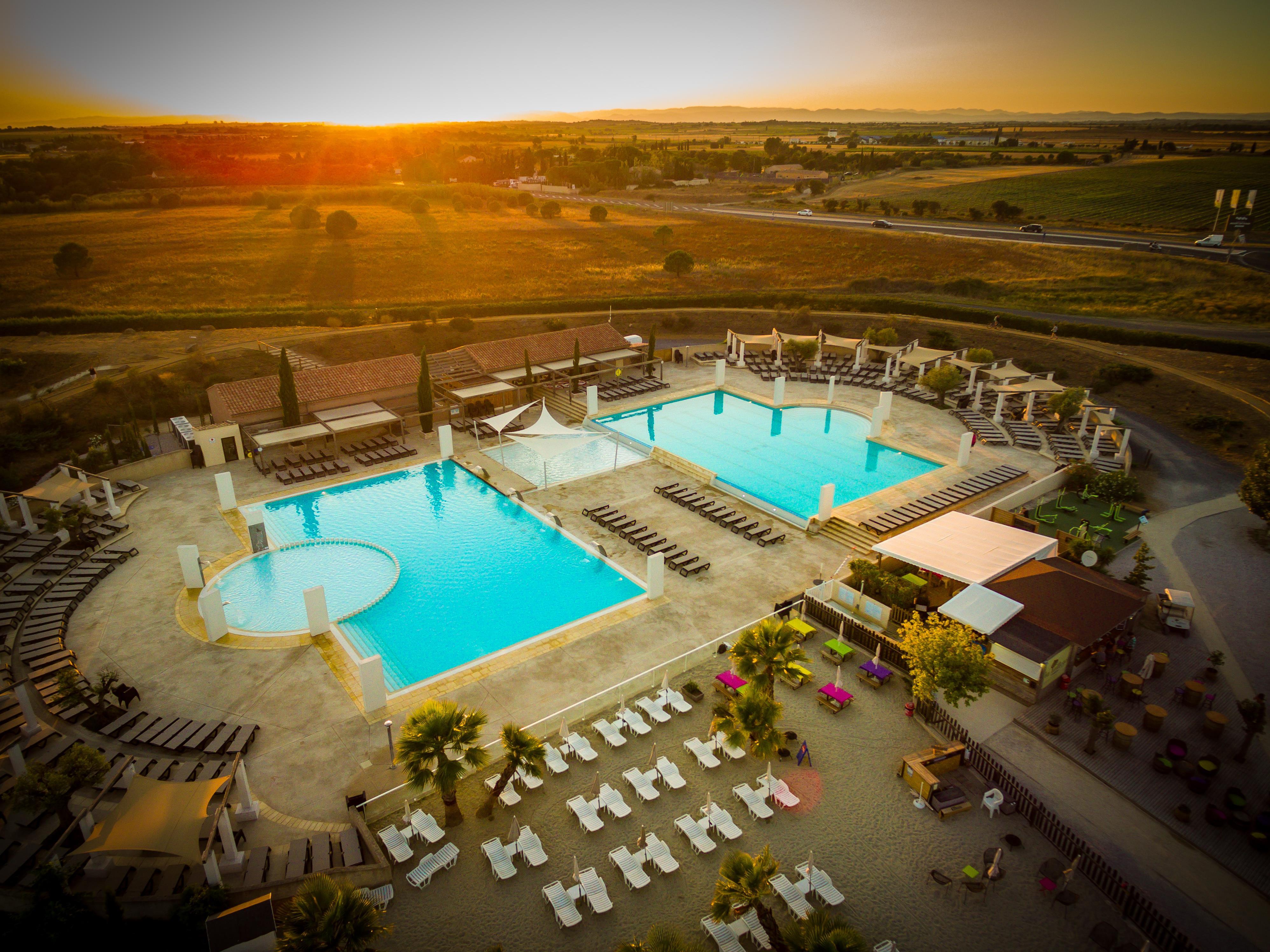 Swimming pool Pool area Sun loungers Sunset Beach bar