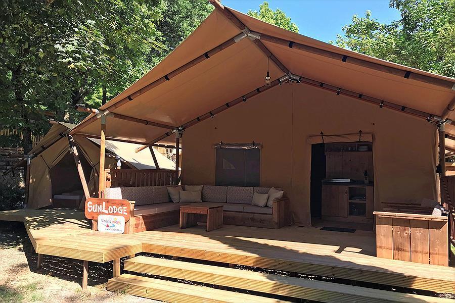 luksusowy domek kempingowy namiot taras rekreacja