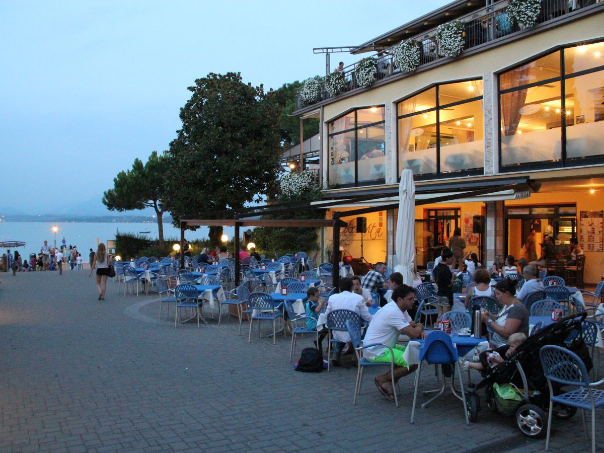 cafes bars strandnah restaurants essen boulevard