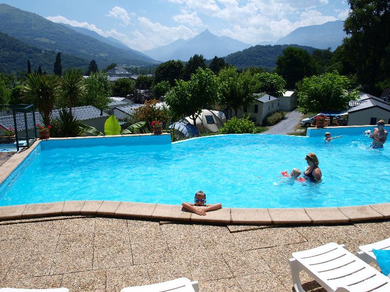 Schommbad Zwembad Familievakantie Ligstoelen
