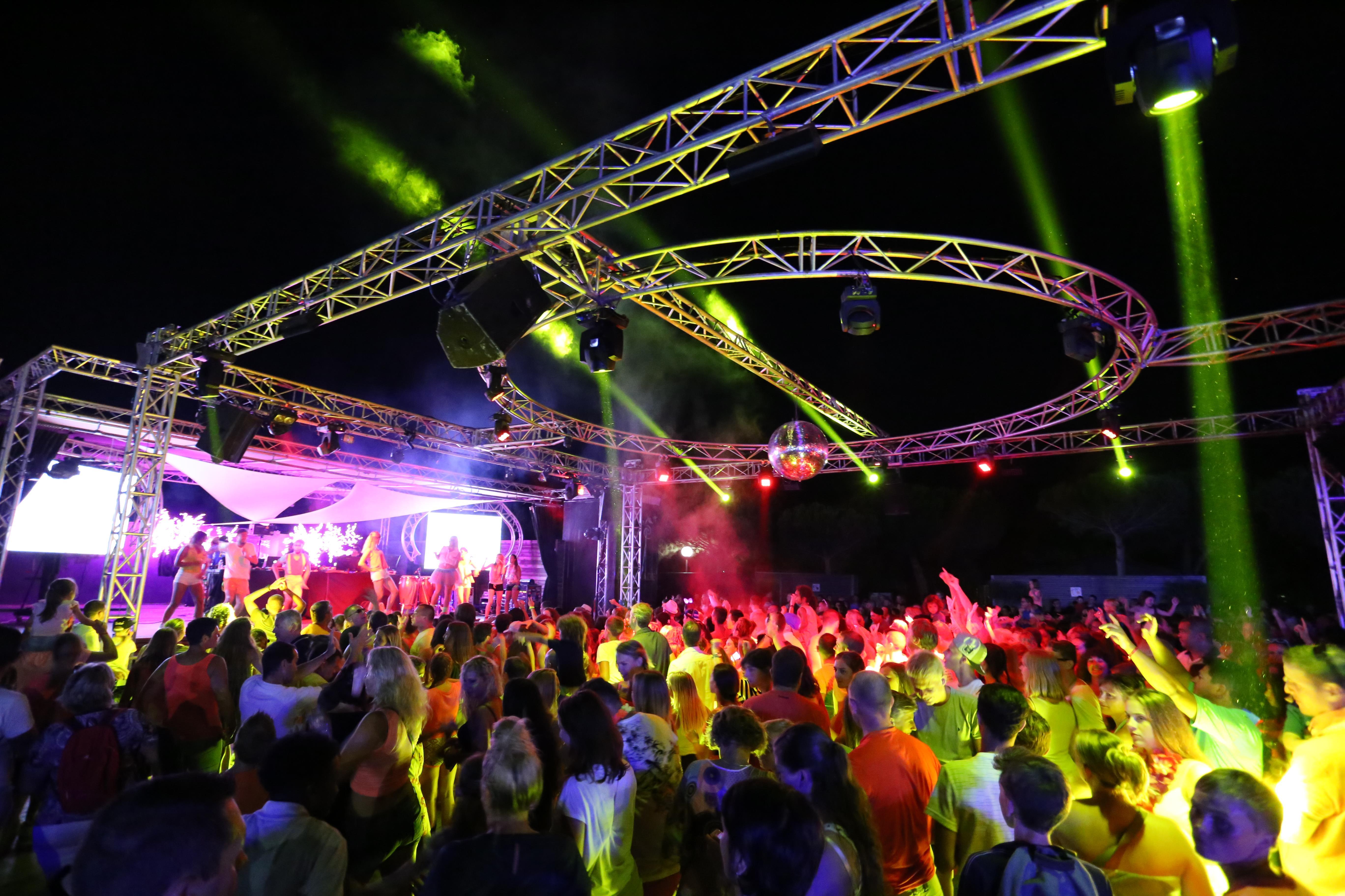 Avondevenement Disco toont Dansen