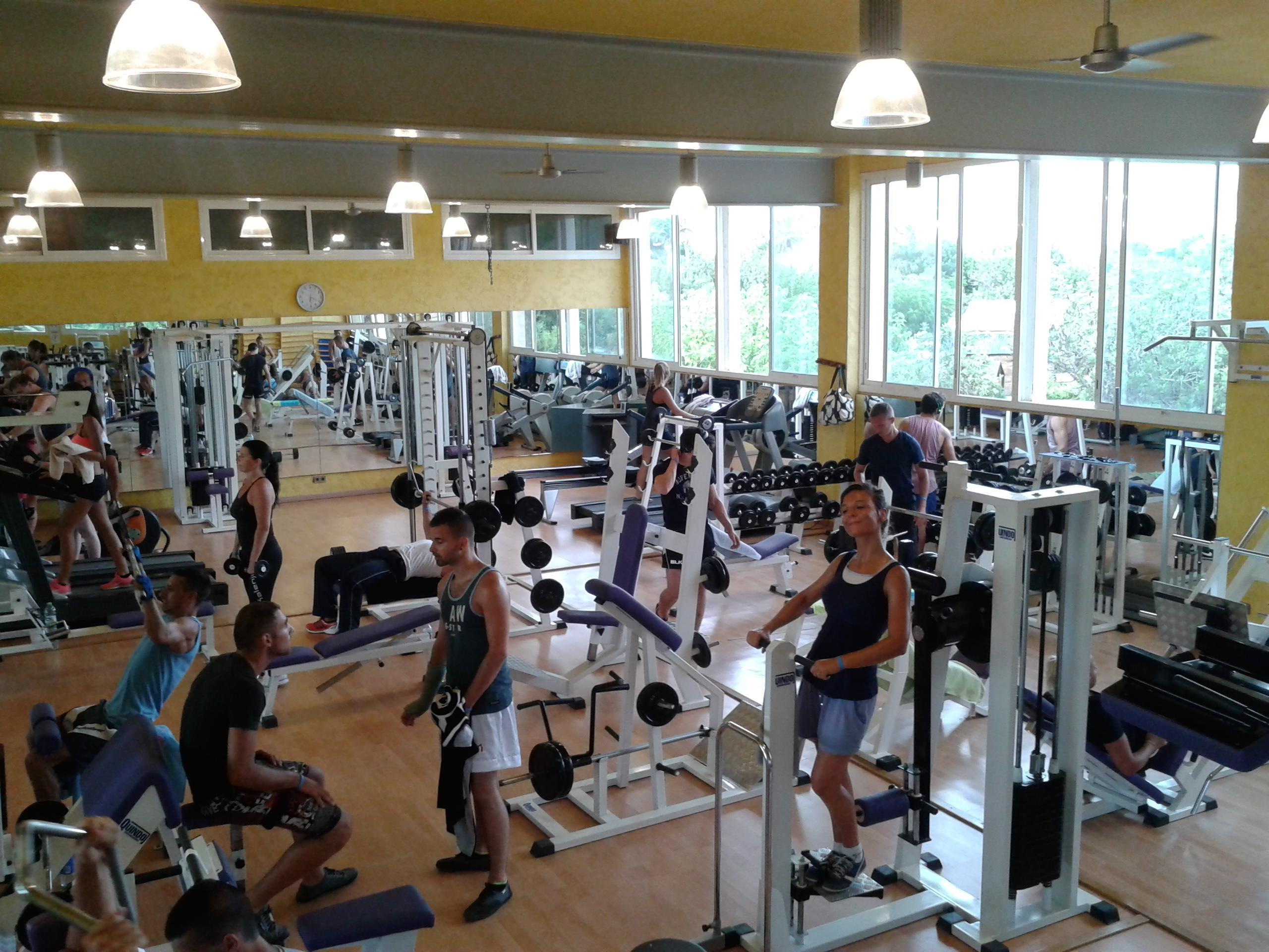 Fitnessruimte fitnesscentrum sportactiviteiten